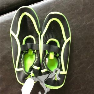 Other - BNWT black and green water shoes 4/5
